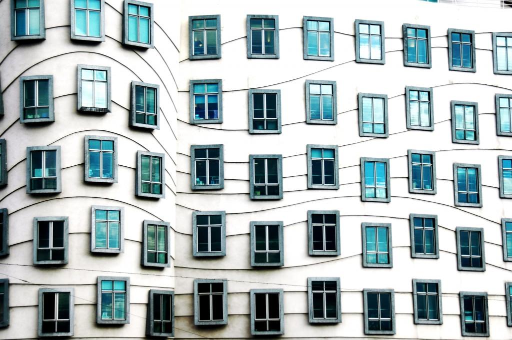 Dancing_house_windows